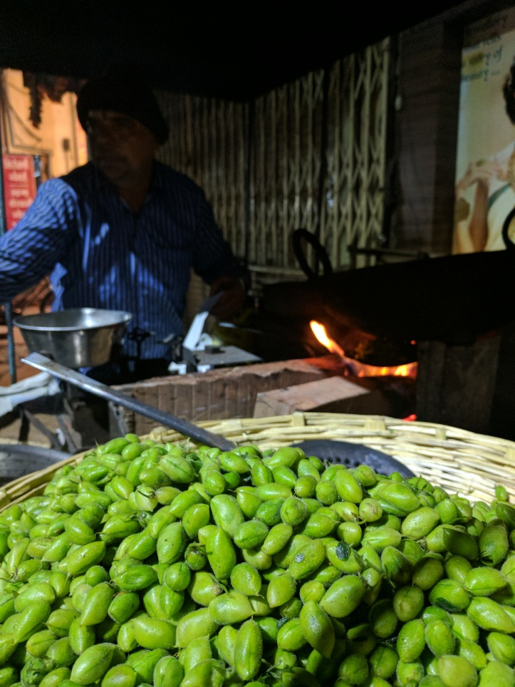 Roasted hara chana, Indore